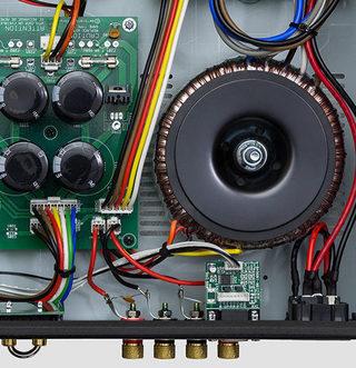 Тест системы из акустики Dynavoice DF-8 и усилителя AMC XIA100EP: на другой чаше весов