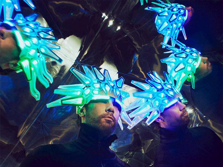 Британская группа Jamiroquai выпустила 1-ый трек запоследние семь лет