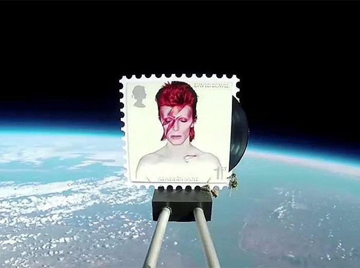Почтовые марки сДэвидом Боуи отправили встратосферу