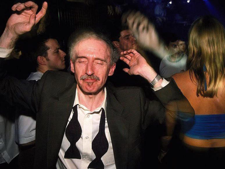 возраст посещения ночных клубов