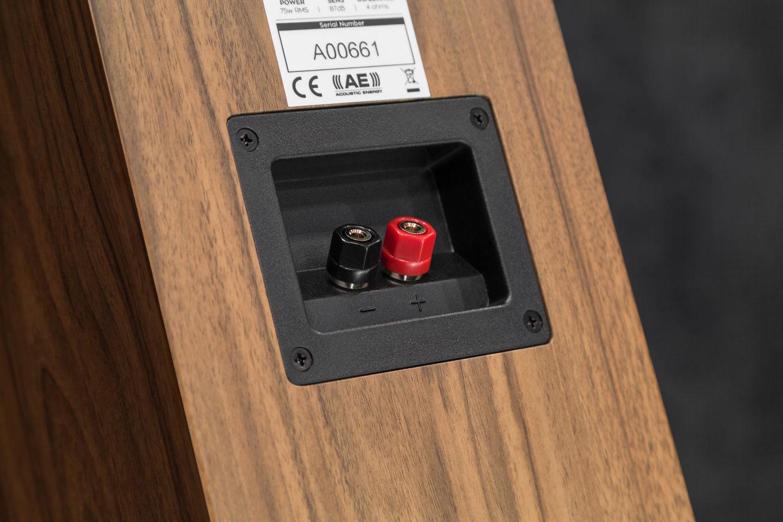 Акустический терминал позволяет подключать кабели любого сечения