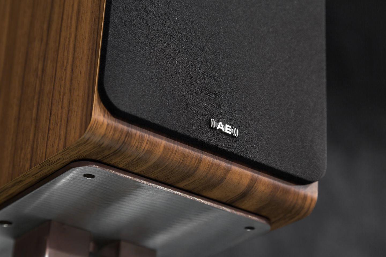 АЕ100 — достойные приемники предыдущих поколений акустических систем Acoustic Energy