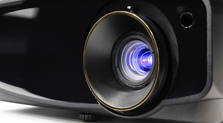 Тест DLP-проектора JVC LX-UH1: сила бренда