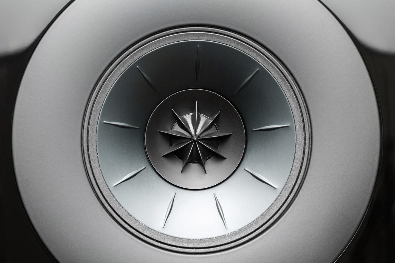 Тест полочной акустики KEF R3: сложной музыке — точная подача