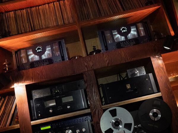 Fonoteca Listening Bar: тайна железной двери