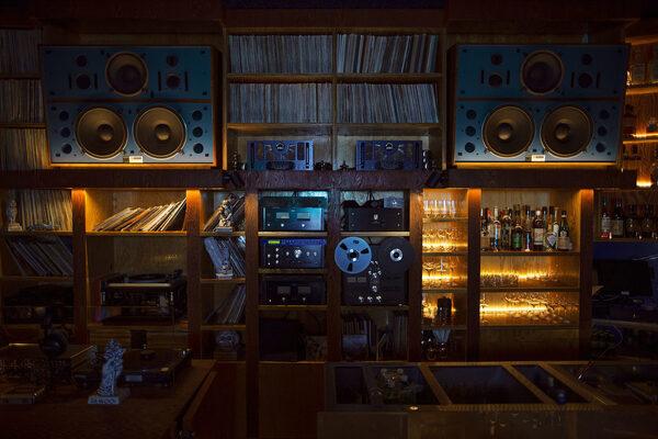 Первый Listening bar в Москве от Павла Недостоева: музыка и не только
