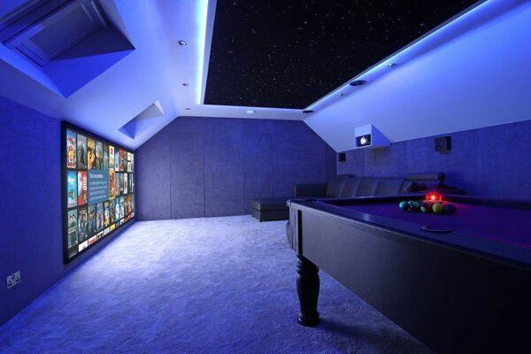 Домашние проекты: как из чердака сделали кинозал-бильярдную в стиле «Звездных войн»