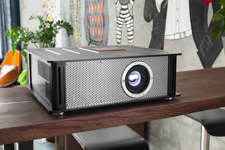 Тест проектора Wolf Cinema TXF-500: фонарь и робот