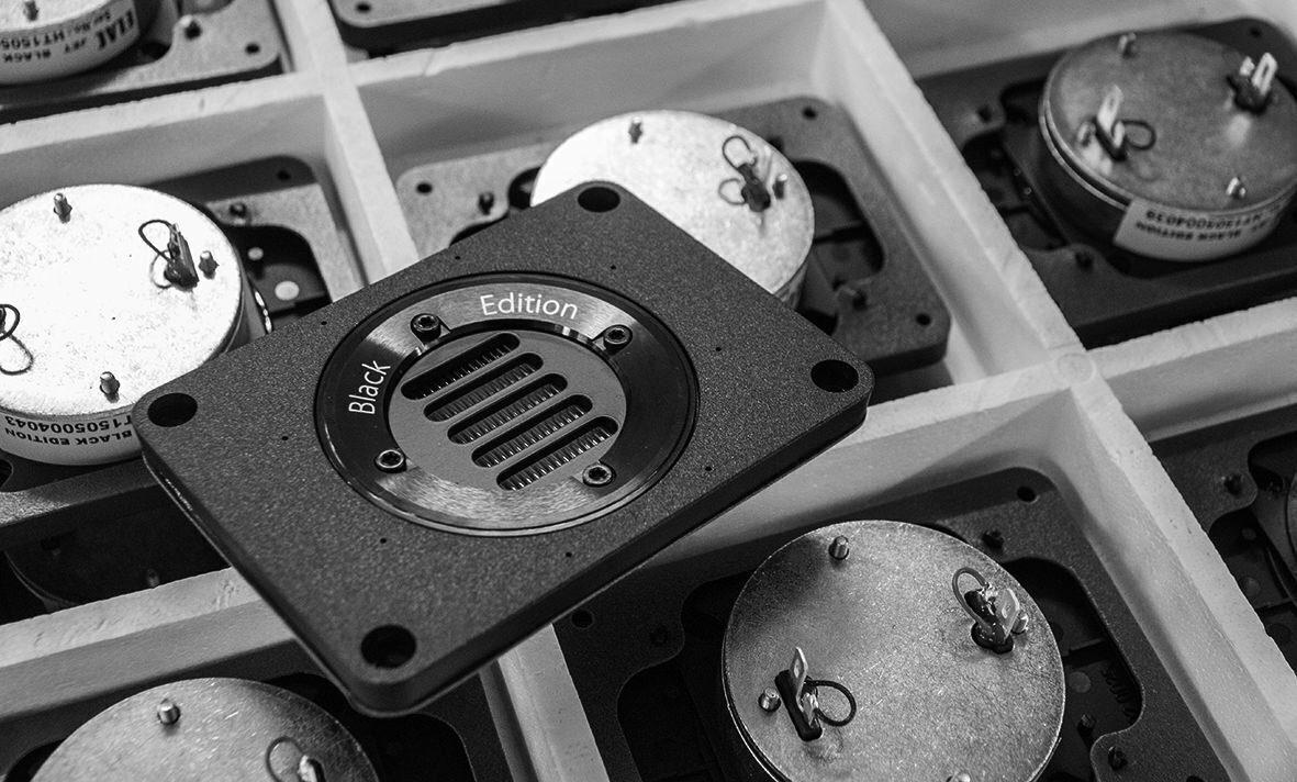 ELAC: как немецкие инженеры научились звук оживлять