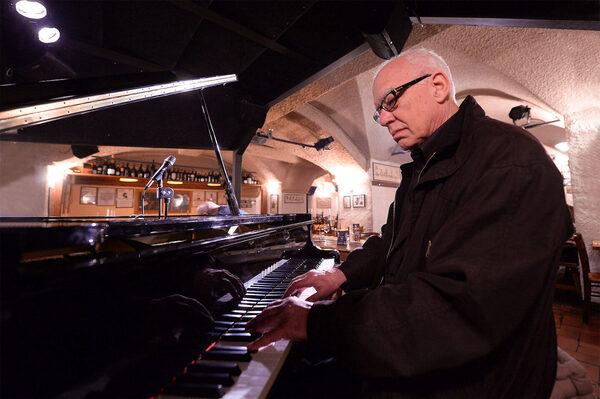 Жизнь пианиста Стива Кьюна: риск как часть импровизации