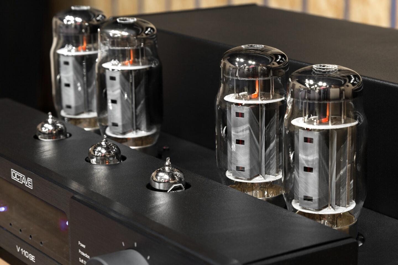 Тест интегрированного усилителя Octave Audio V 110 SE: необычная лампа