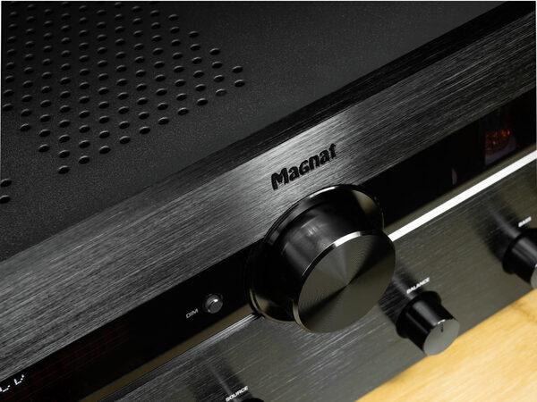 Тест гибридного усилителя Magnat MA 900: лампа есть, а показухи нет