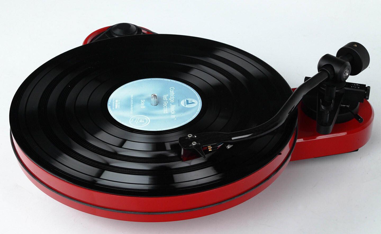 Тест проигрывателя виниловых пластинок Pro-Ject RPM 1 Carbon с головкой Ortofon 2M Red: необходимый минимум