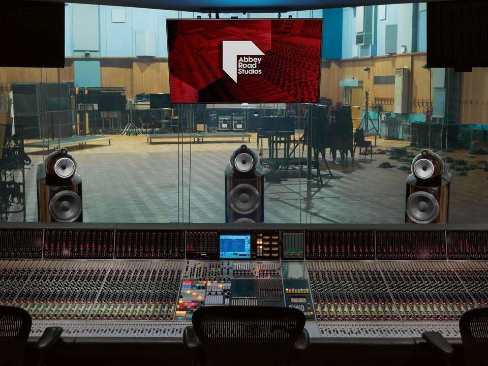 Bowers & Wilkins совместно с Abbey Road Studios займется автозвуком