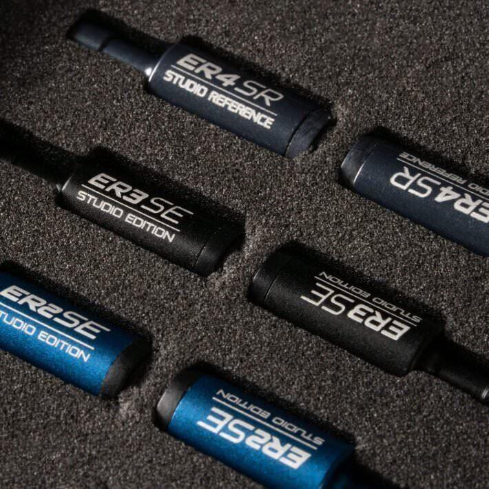 Семь моделей наушников Etymotic получили в комплект Lightning-адаптер или Bluetooth-кабель