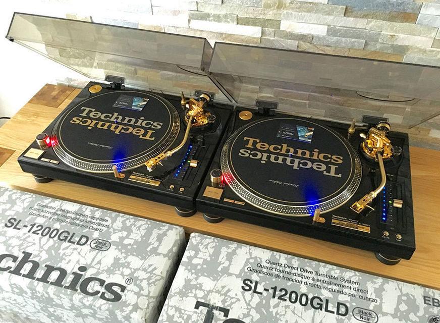 На eBay выставили на продажу пару золотых LP-проигрывателей Technics SL-1200GLD