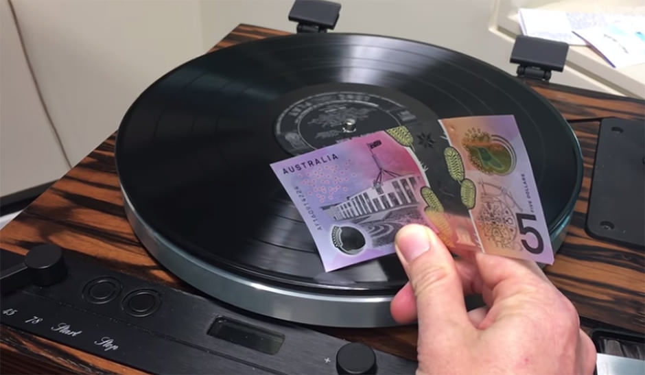 Австралийская пятидолларовая банкнота годится в качестве звукоснимателя