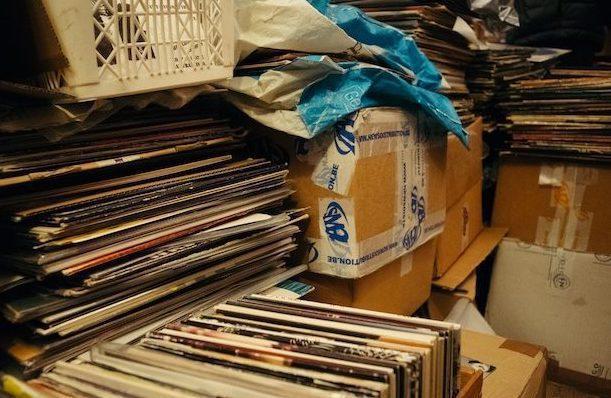 В манчестерском подвале обнаружены 50 000 пластинок