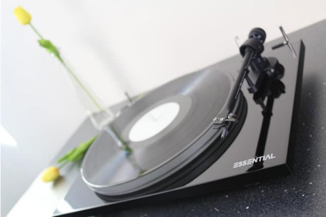 Pro-Ject выпустила недорогую вертушку Essential III с акриловым диском