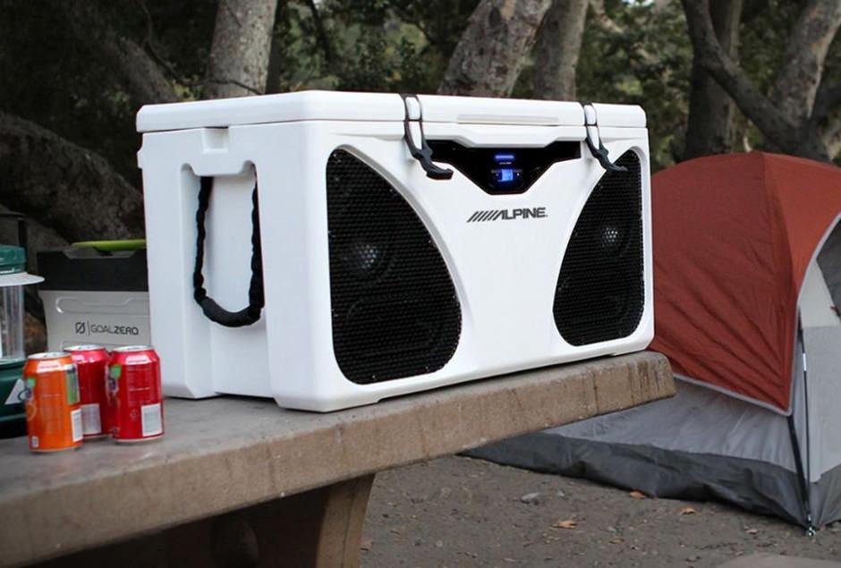 Alpine встроила акустику в автомобильный холодильник