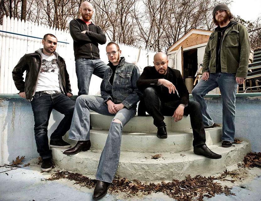 «Rose OfSharyn» Killswitch Engage сыграли надвух акустиках искрипке