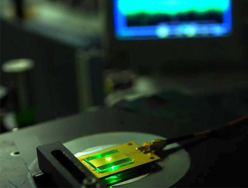 Наука: из дефектов кристаллической решетки в алмазе получился самый маленький радиоприемник