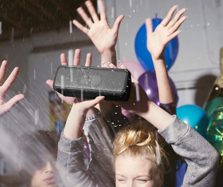 Беспроводная акустика Sony Extra Bass: напористость и водостойкость