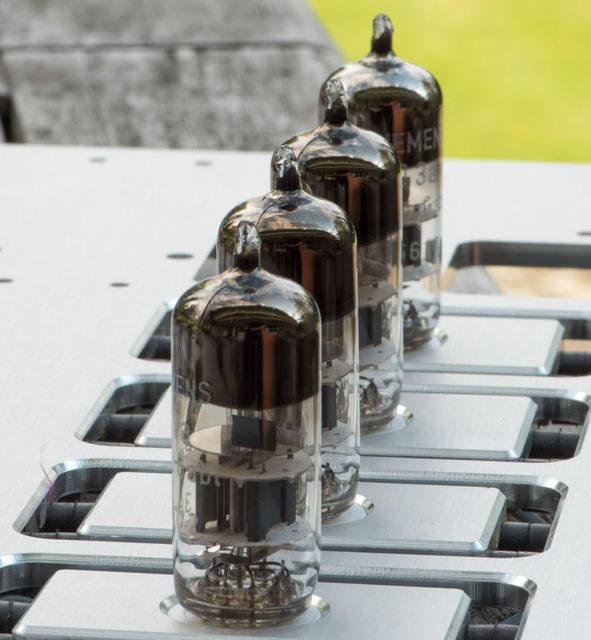 Томас Майер создал дифференцированный фонопредусилитель на восьми лампах D3a