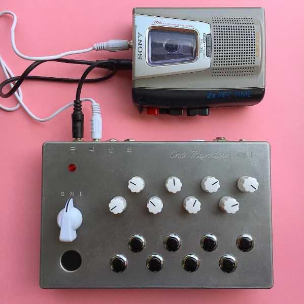 Onde Magnétique OM-1: аналоговый синтезатор из кассетного плеера