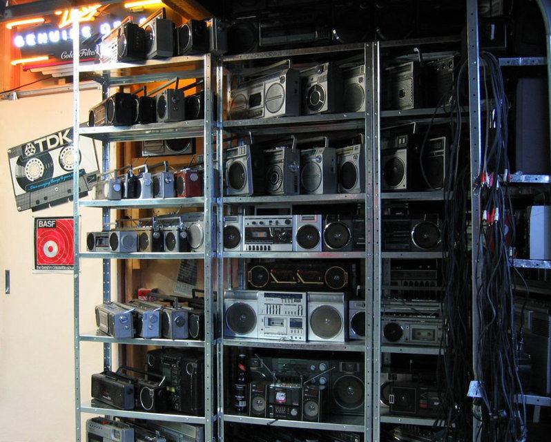 Одна из крупнейших в мире коллекций бумбоксов выставлена на продажу