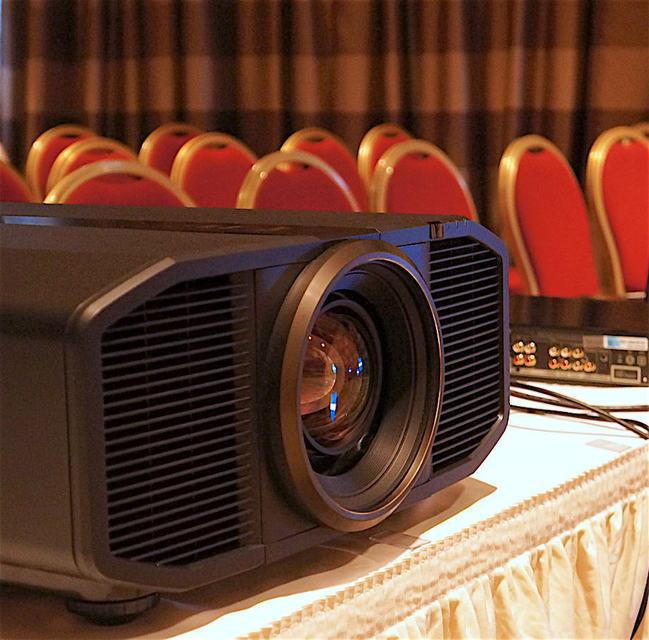 JVC представила лазерный 4К-проектор DLA-Z1 для домашнего кинотеатра