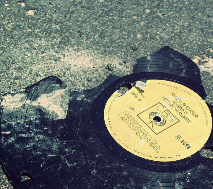 Статистика RIAA: продажи пластинок снизились на 9.1%