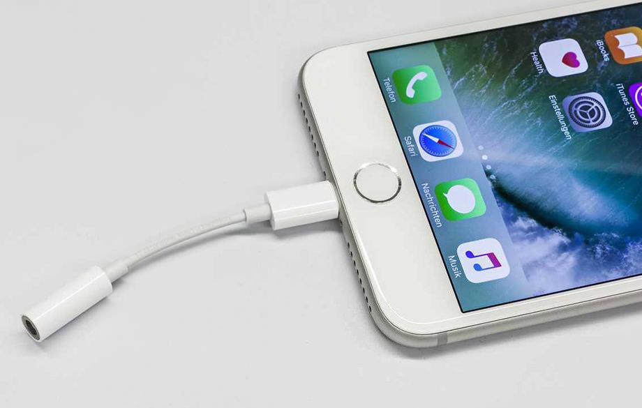Новый iPhone с переходником звучит хуже предыдущего