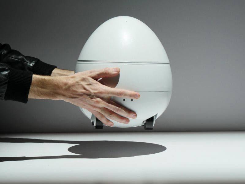 Panasonic показала робота Companion со встроенным пико-проектором