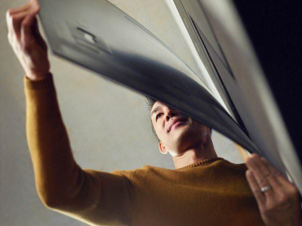LG представила линейку гибких настенных OLED-телевизоров толщиной 2,57 мм