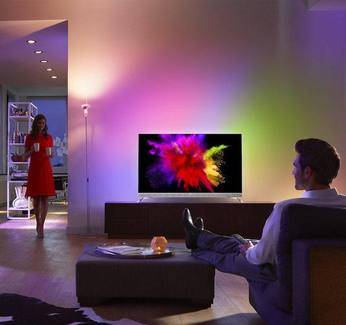 Стартовали европейские продажи OLED-телевизора Philips 901F с технологией Ambilight