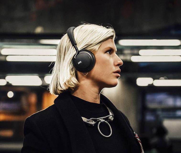 Беспроводные наушники u-Jays Wireless появятся в М.Видео за 14 990 рублей