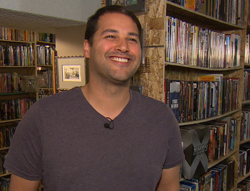 Канадец хочет продать коллекцию из 17 232 фильмов за миллион долларов