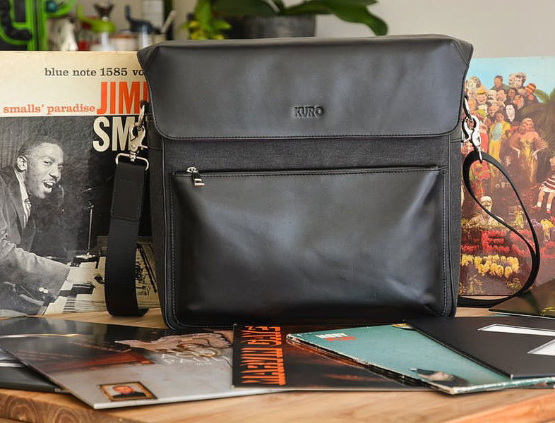Дизайнер Дэниэл Спайкер создал модульную сумку Kuro Bag для переноски винила