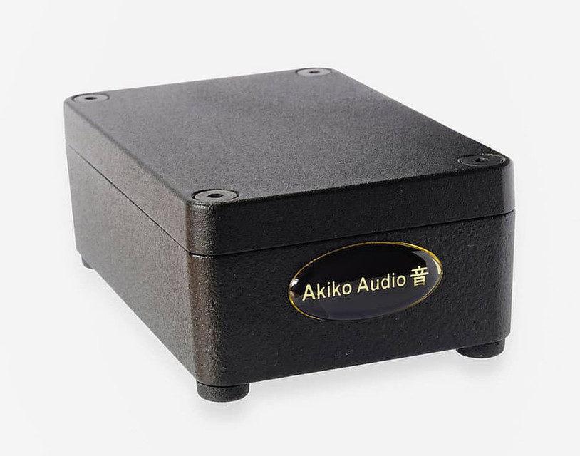 Фонобустер Akiko Audio Phono Tuning Box снижает уровень шума