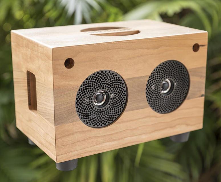 Liberty Amps: деревянная беспроводная колонка с батареей на 30 часов
