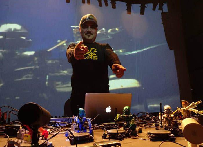 ГруппаLego-роботовисполнила кавер на«Robots» Kraftwerk