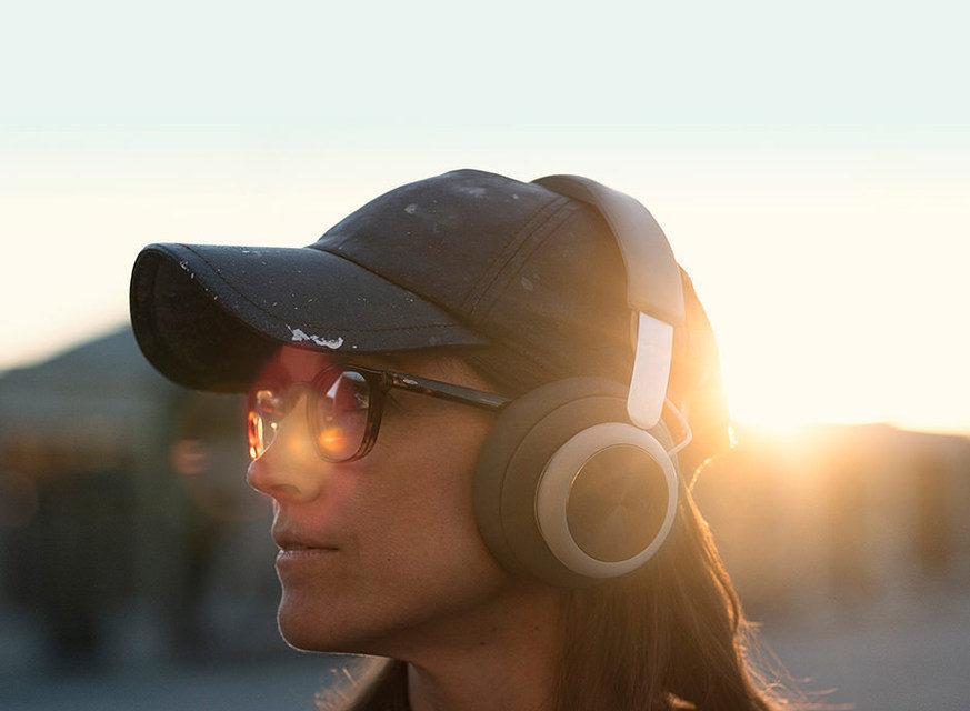 Bang&Olufsen представила дизайнерские беспроводные наушники Beoplay H4