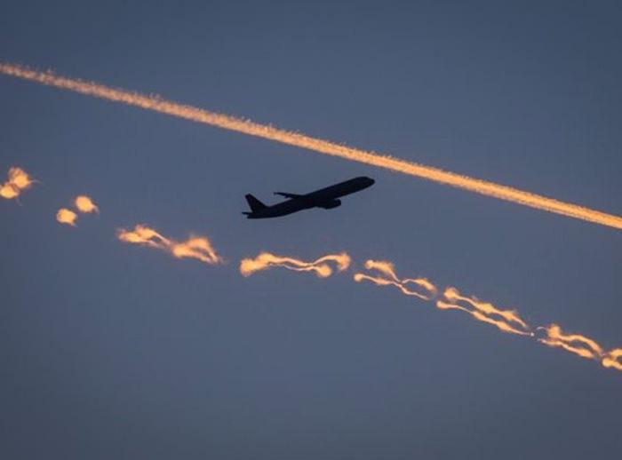 У пассажирки самолета во время полета взорвались беспроводные наушники