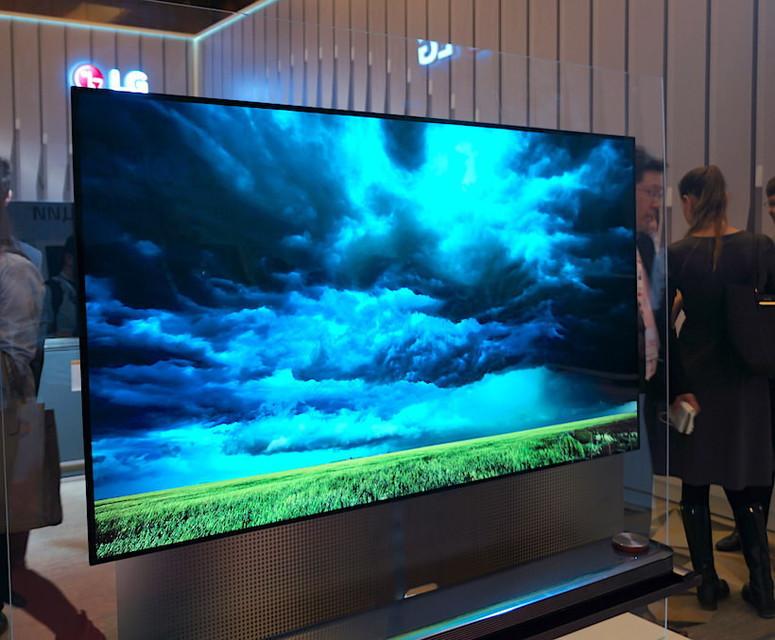 LG представила в России настенный OLED-телевизор W7