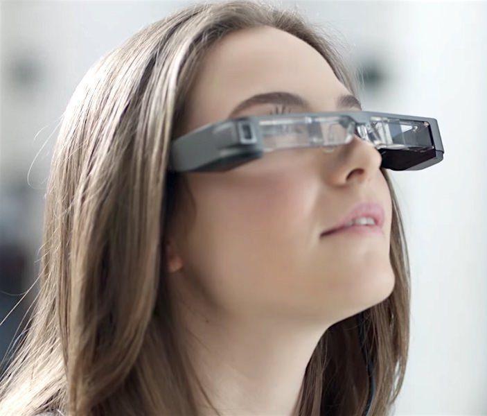 Очки дополненной реальности Epson выдают контраст 100 000:1 и помогают управлять дронами