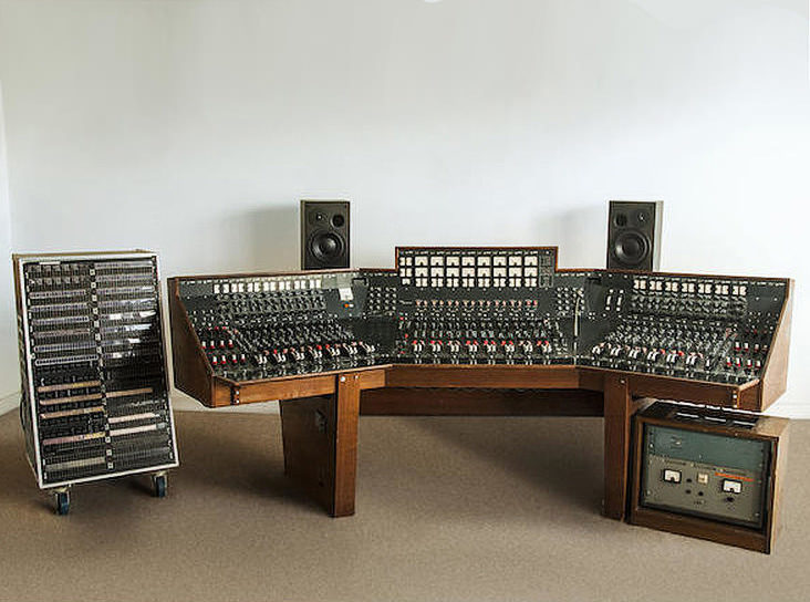 Микшерный пульт, спомощью которого Pink Floyd записали «Dark Side ofthe Moon», уйдет с молотка