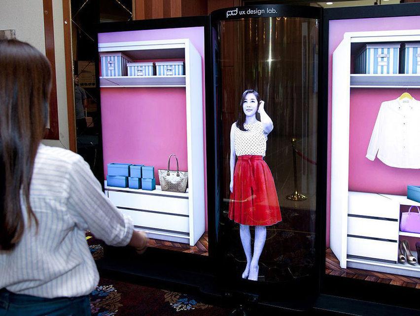 LG создала «первый в мире прозрачный гибкий 77-дюймовый OLED-дисплей»