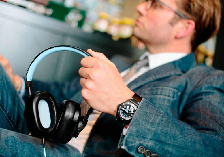 Master & Dynamic создала версию наушников MW60 в партнерстве с Bamford Watch Department