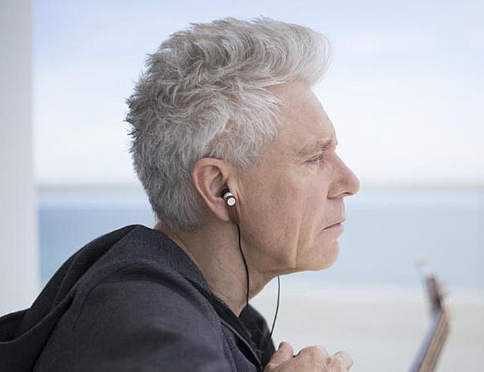Meters Music анонсировала созданные в партнерстве с басистом U2 внутриканальные наушники M-Ears
